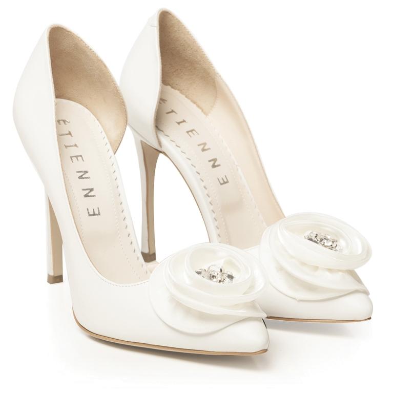 Pantofi de mireasa albi cu floare satin si accesoriu pietre Adele